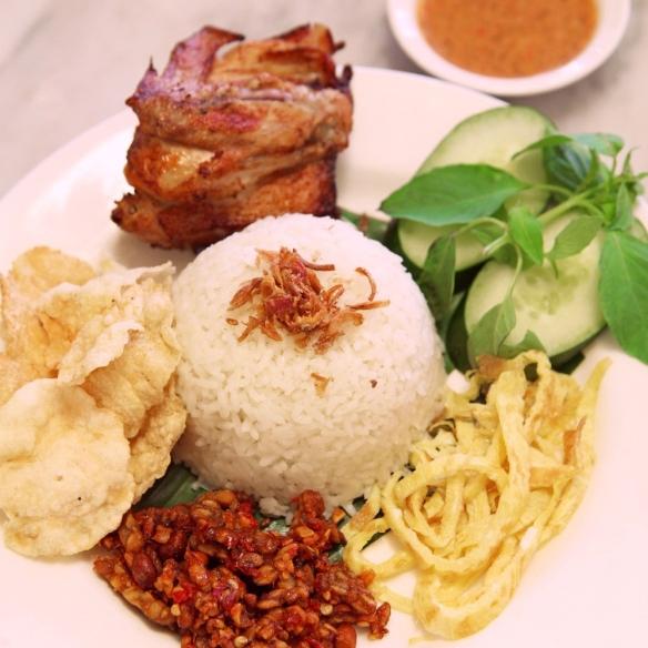 https://jilbabbackpacker.com/2019/02/05/7-makanan-khas-jakarta-yang-menggoda-selera