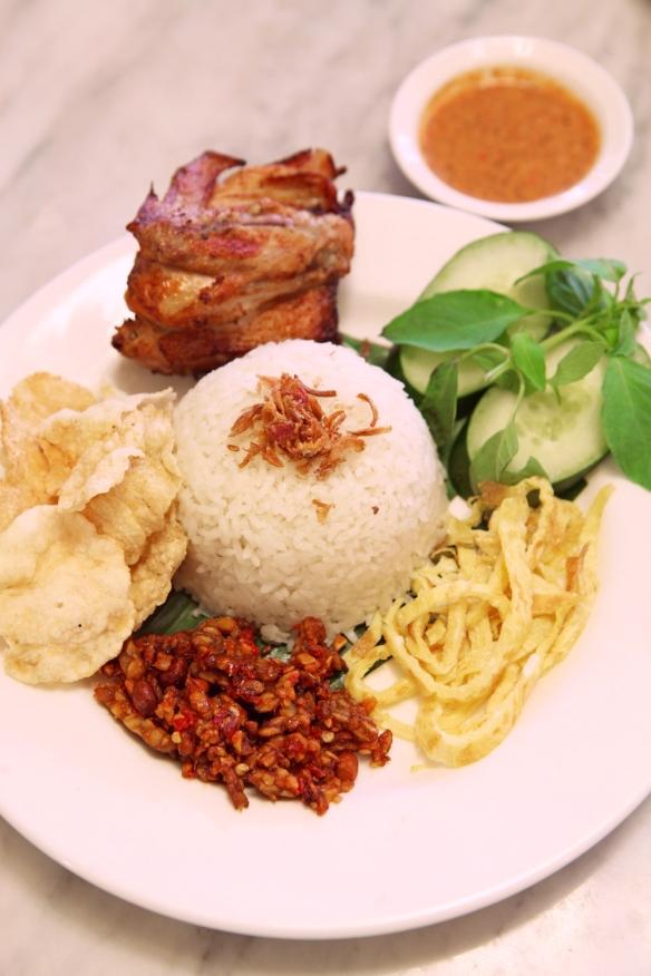 http://jilbabbackpacker.com/2019/02/05/7-makanan-khas-jakarta-yang-menggoda-selera